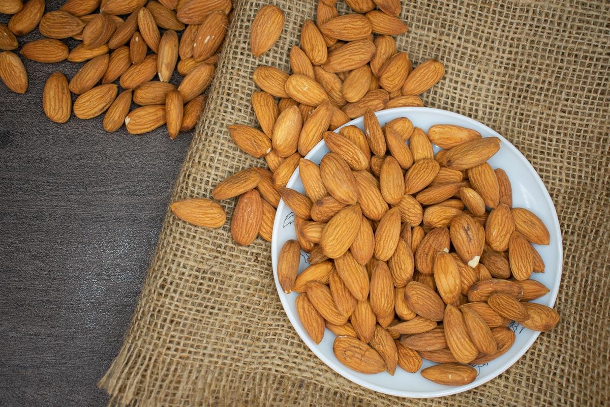 9 druhů ořechů - mandle