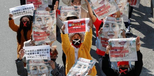 Demonstrace v Tokiu kvůli puči v Myanmaru
