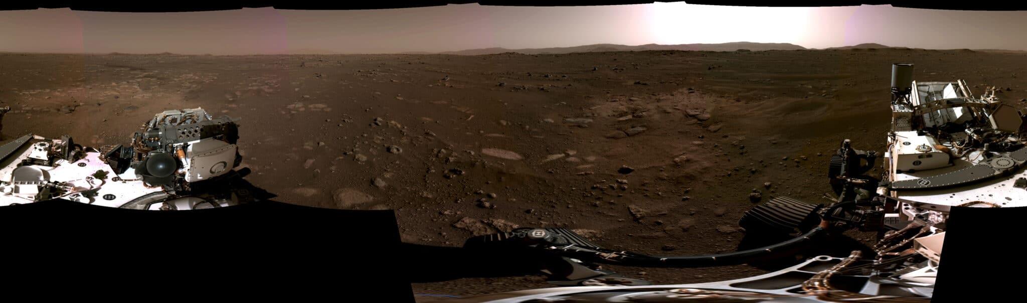 Povrch Marsu z pohledu Perseverance