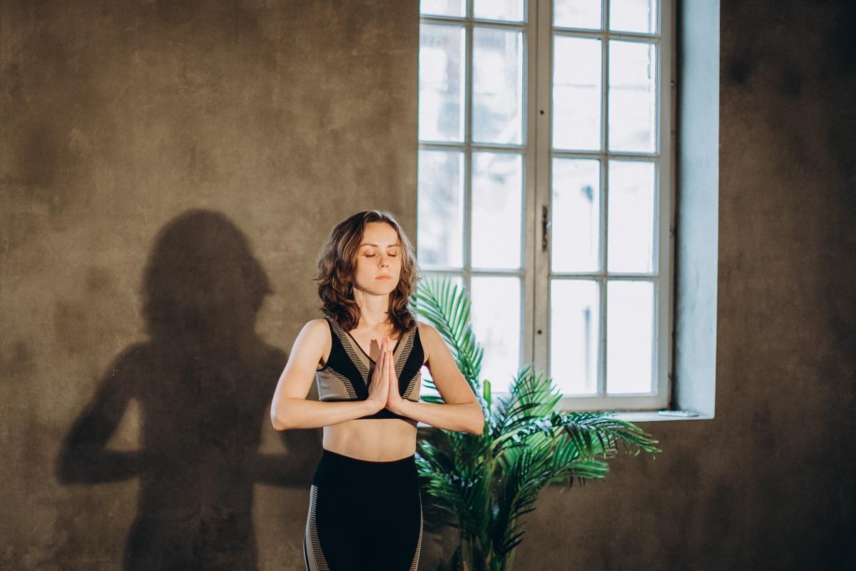 Jak cvičit pozdrav slunce - namaste