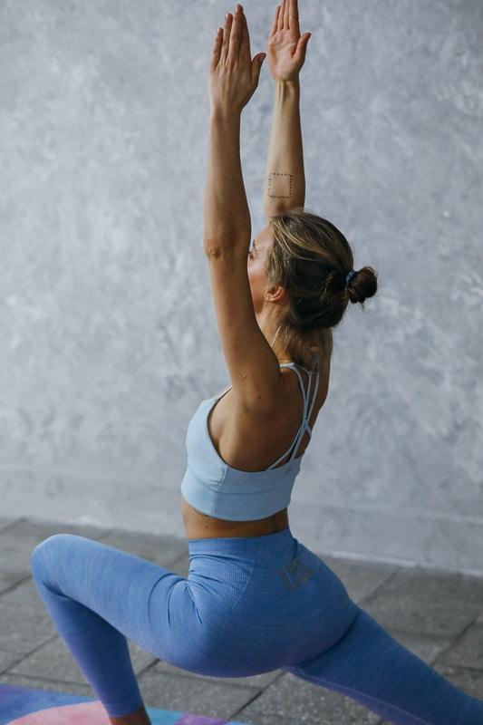 proč cvičit vinyasa jógu