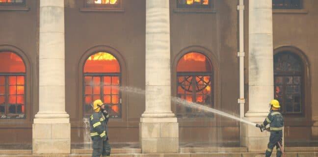 Univerzitní knihovnu v Kapském městě zachvátil požár