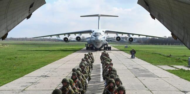 Rusko stahuje své vojáky od hranic s Ukrajinou