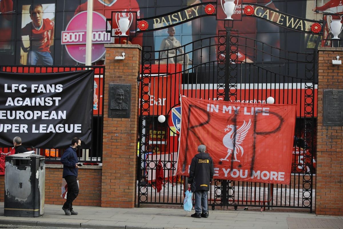 Protesty před stadionem Liverpoolu