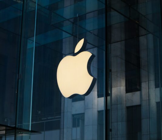 EU obvinila Apple
