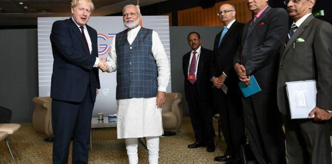 Britský a indický premiér na summitu G7 roku 2019