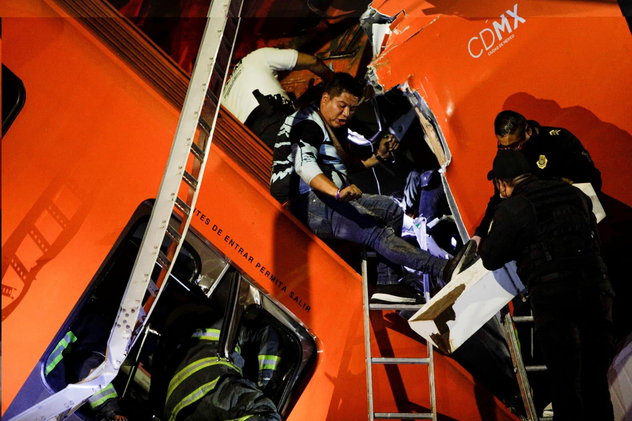 Mexico City: Záchranné práce po kolapsu nadjezdu