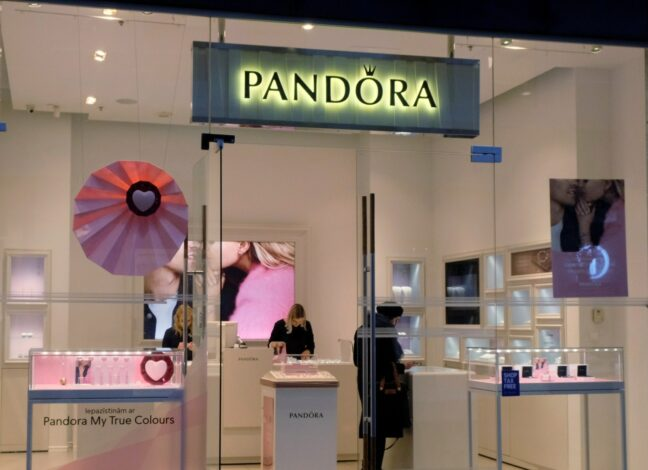 Značka šperků Pandora nebude z etických důvodů využívat těžené diamanty, pro své výrobky využije jen ty vyrobené v laboratořích