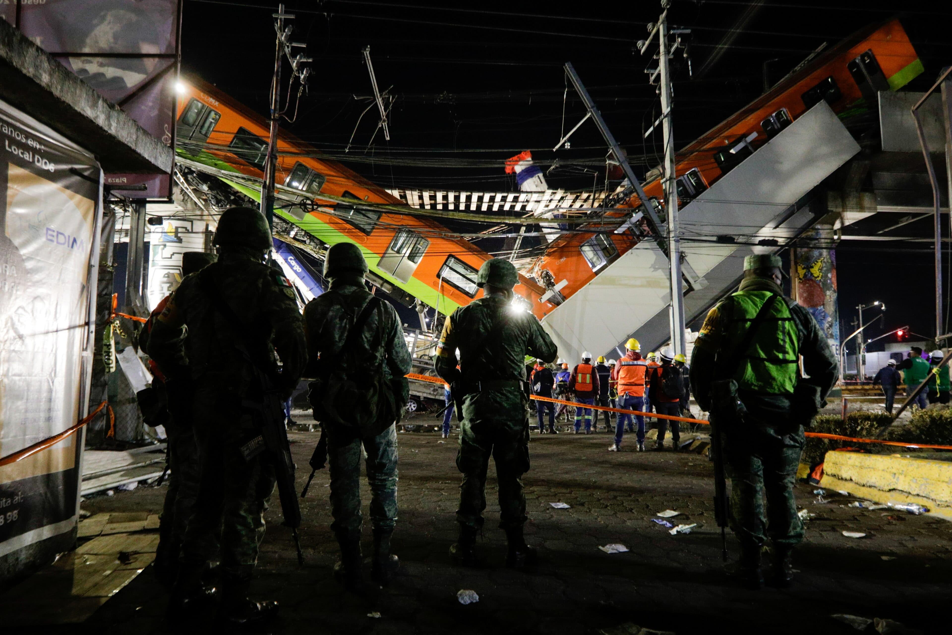 Mexico City: Propadlý nadjezd se soupravou metra