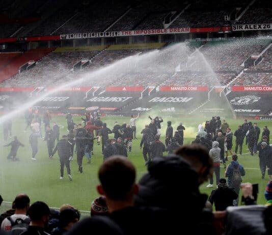 Řádění fanoušků Manchesteru United