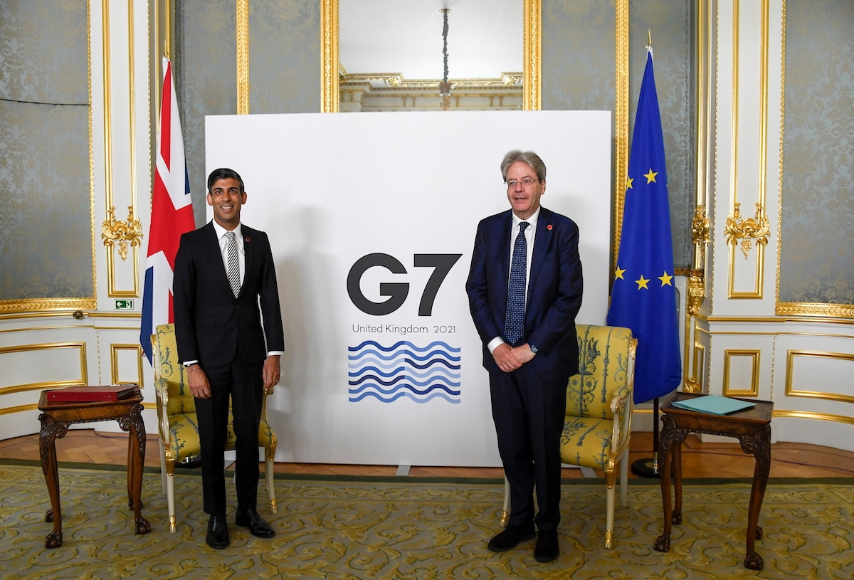 Britský ministr financí Rishi Sunak a eurokomisař pro ekonomiku Paolo Gentiloni. Foto: Reuters