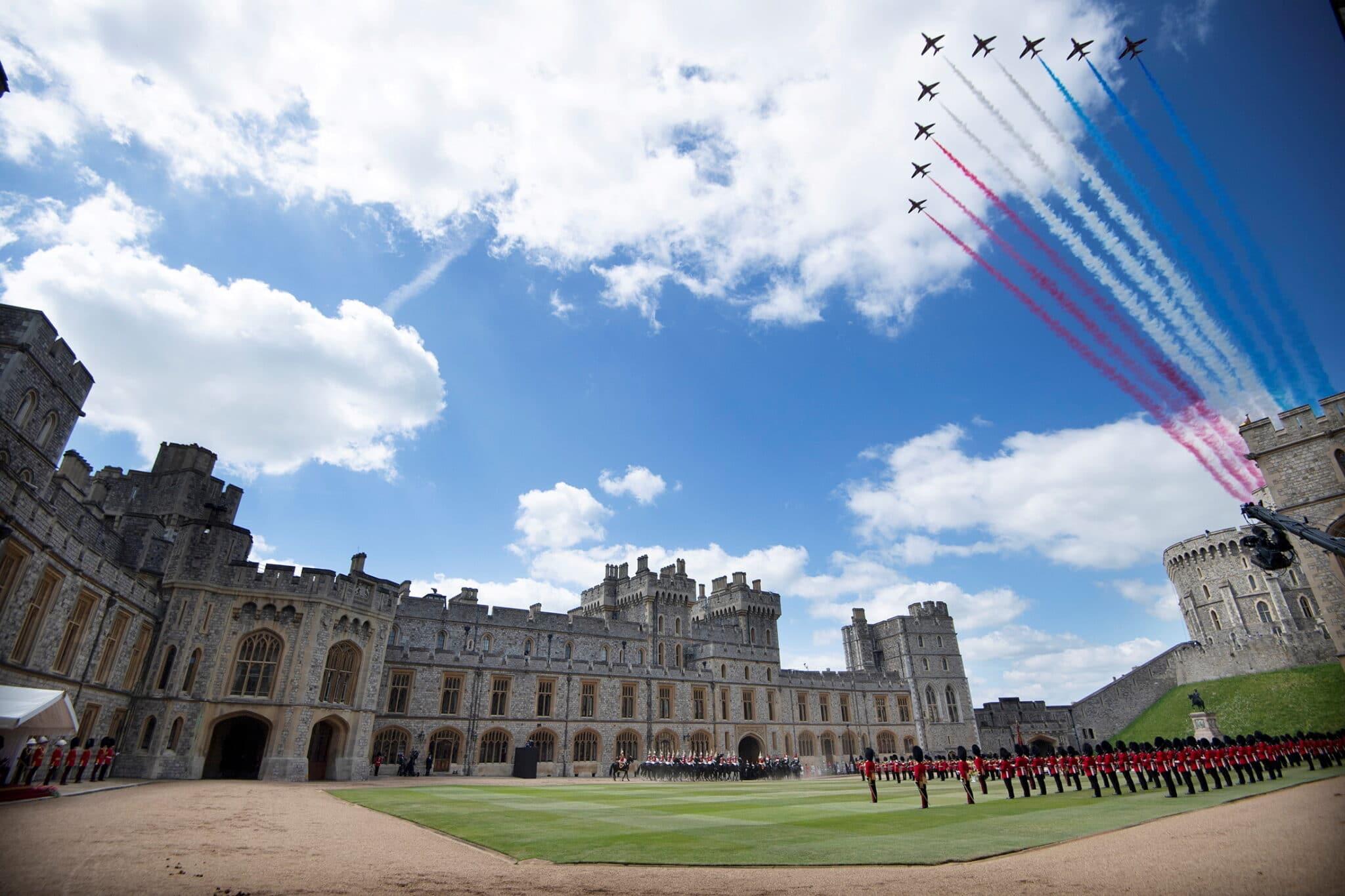 """RAF """"Red Arrows"""" nad Windsorem"""