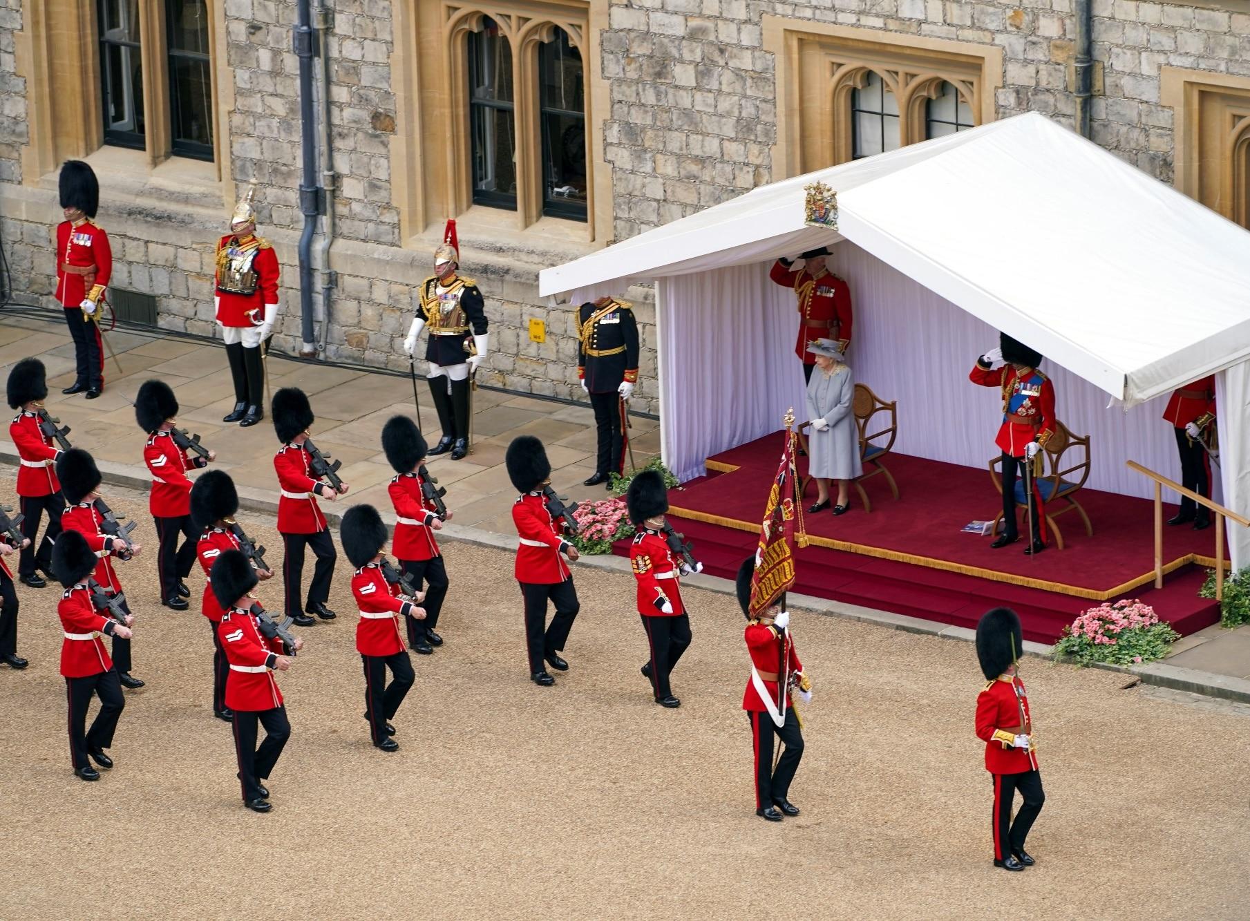 Královna Alžběta a princ Edward
