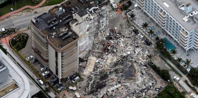V Miami se zřítil dvanáctipatrový dům
