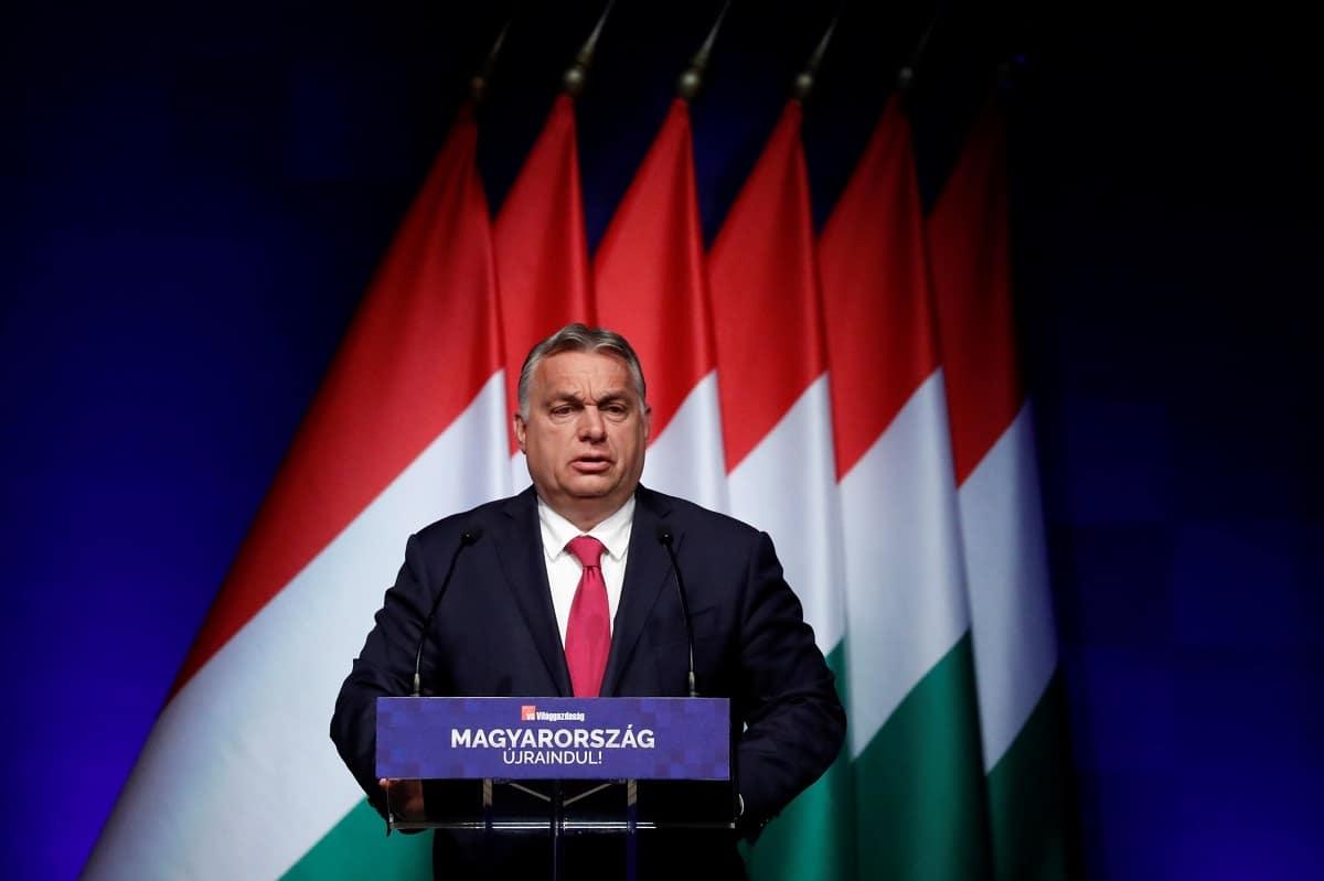 Orbán odsoudil poklekávání ve fotbale