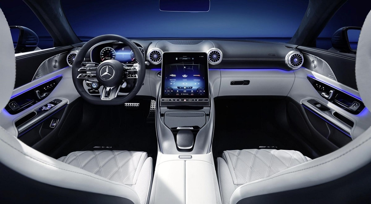 Mercedes-AMG SL odhalil interiér
