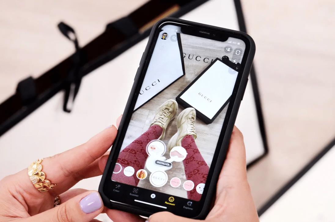 Ukázka Gucci bot v rozšířené realitě