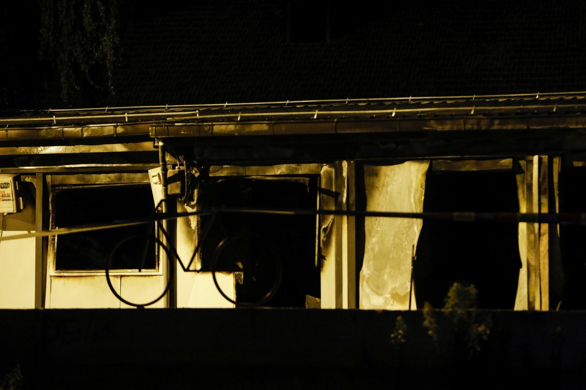 Provizorní nemocnice zdevastovaná požárem