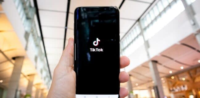 TikTok chce uživatelům pomáhat s bojem proti duševním onemocněním