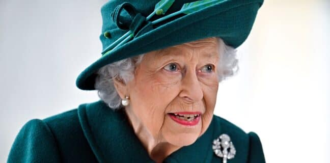 Královna Alžběta strávila noc v nemocnici