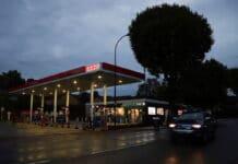 benzín v Británii