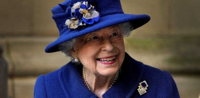 Královna Alžběta zrušila návštěvu Severního Irska