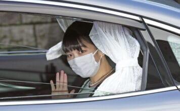 Japonská princezna Mako porušila tradici a vzala si obyčejného muže
