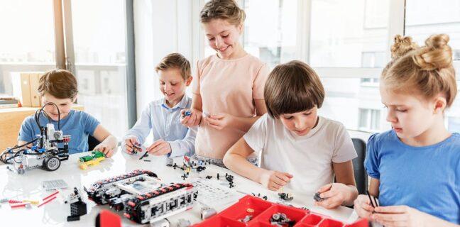 Lego zahajuje prodej první kolekce stavebnic pro gaye a lesbičky